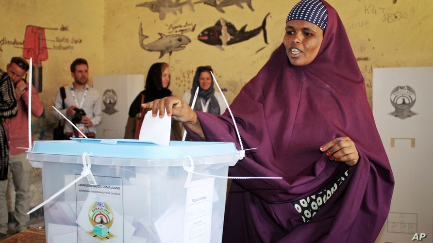 A woman casts her vote in the presidential election in Hargeisa, in the semi-autonomous region of Somaliland, in Somalia Monday…
