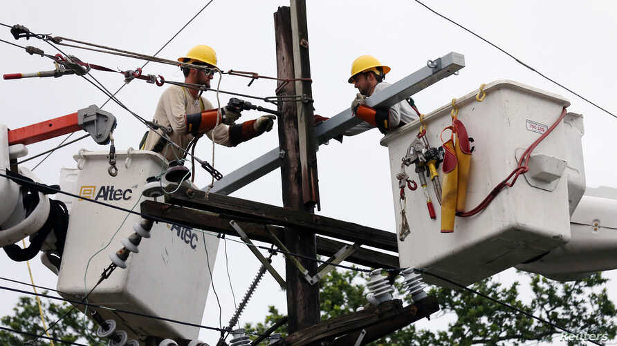 Crews work to restore power after Hurricane Barry in New Orleans