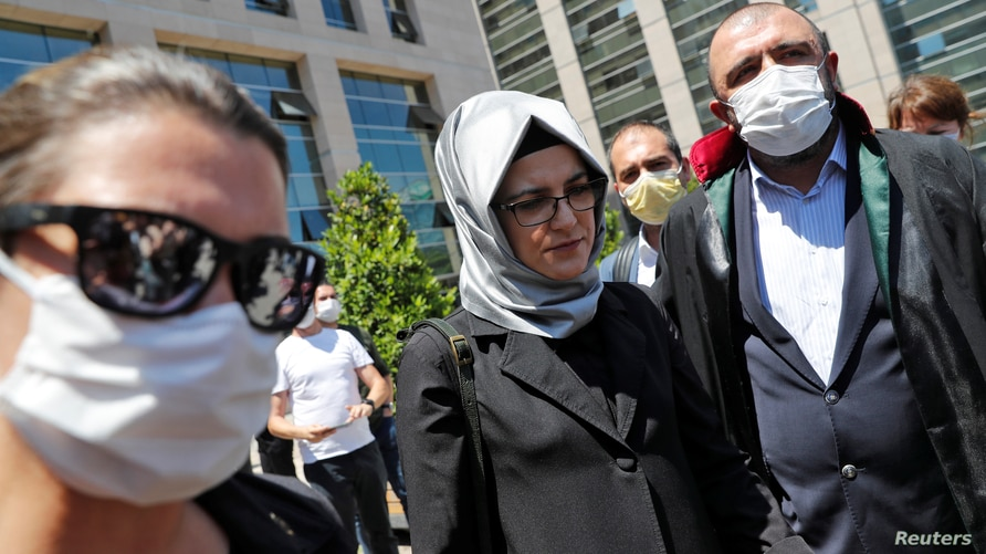 Hatice Cengiz, a fiancee of the murdered Saudi journalist Jamal Khashoggi, leaves the Justice Palace in Istanbul