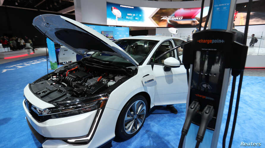 A plug-in Honda Clarity is shown after the Clarity was named 2018 Green Car of the Year at the Los Angeles Auto Show in Los Angeles, California, U.S., November 30, 2017.      REUTERS/Mike Blake