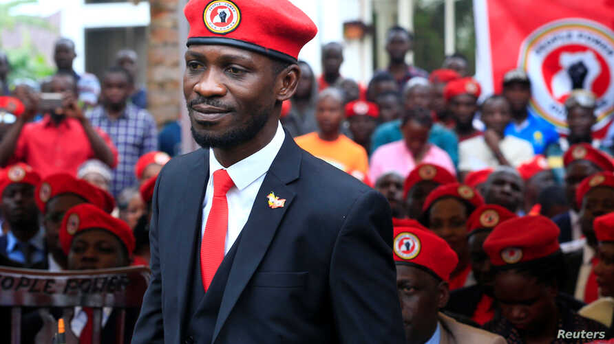 Ugandan musician turned politician, Robert Kyagulanyi also known as Bobi Wine arrives at the news conference at his home in…