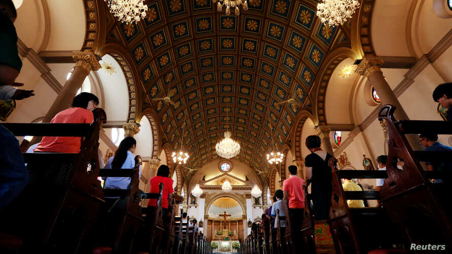 Catholics pray in Santa Cruz Church, ahead of Pope Francis' visit to Thailand, in Bangkok, Thailand November 17, 2019. Picture…
