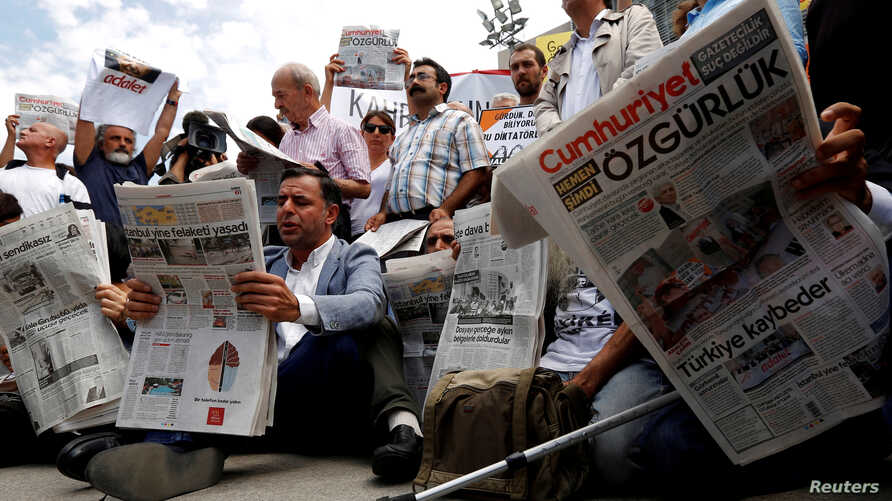 FILE PHOTO: Press freedom activists read opposition newspaper Cumhuriyet during a demonstration in solidarity with the jailed…