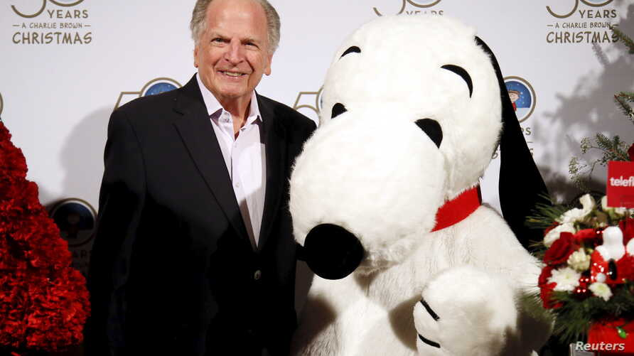 "Executive producer Lee Mendelson (L) poses with the Snoopy character to celebrate the 50th anniversary of ""A Charlie Brown…"