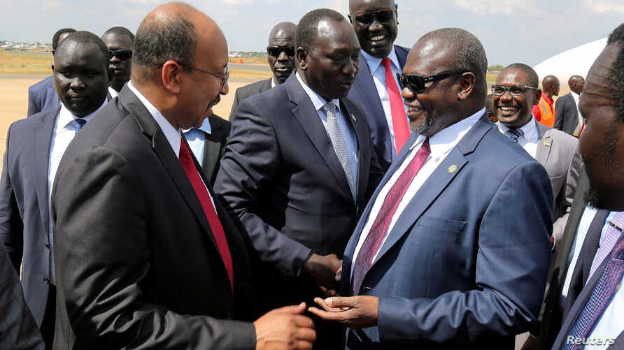 South Sudan's ex-vice President and former rebel leader Riek Machar is received as he arrives at the Juba International Airport…