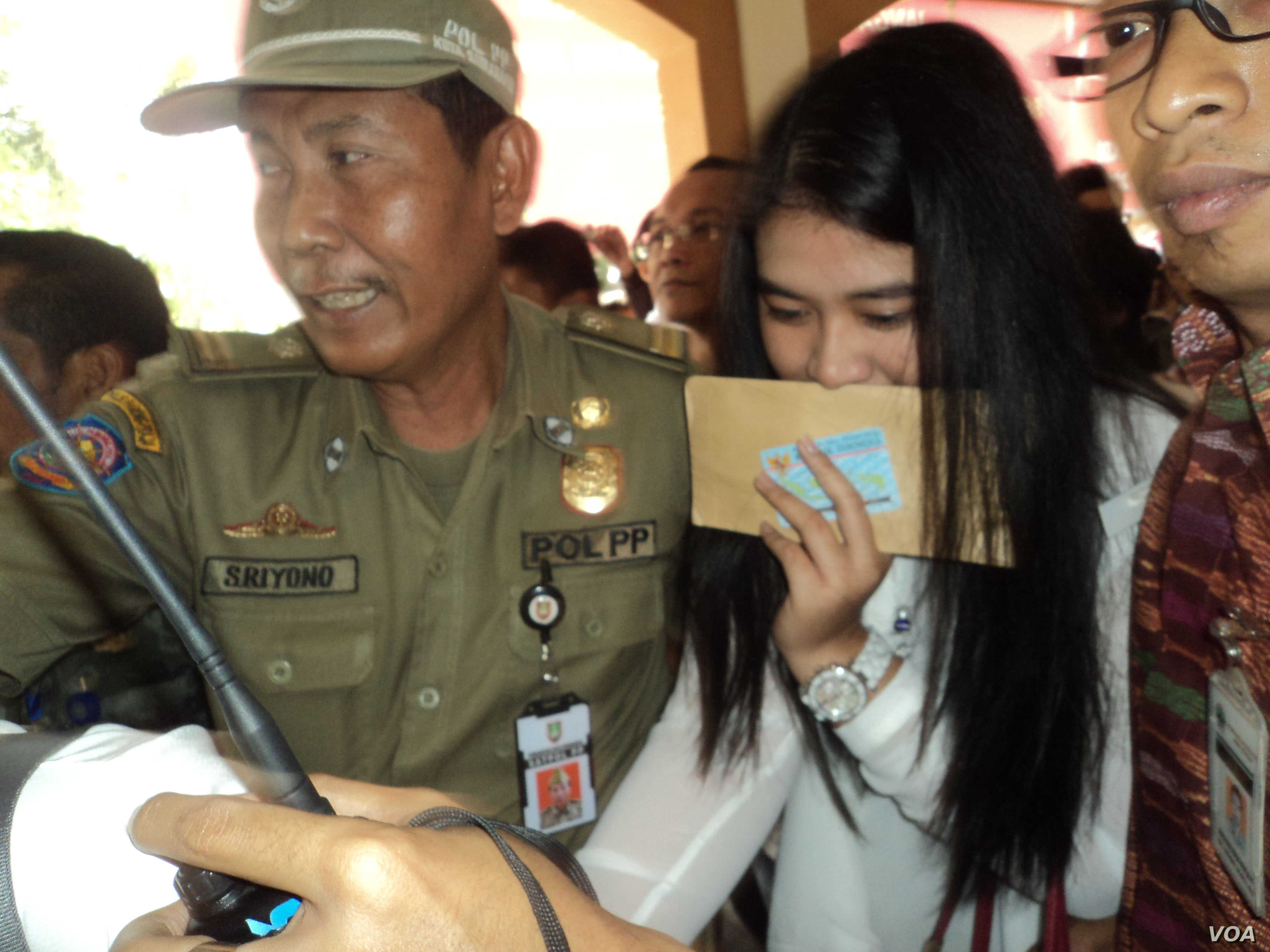 Indonesian First Daughter Shuns Special Treatment Voice Of America English
