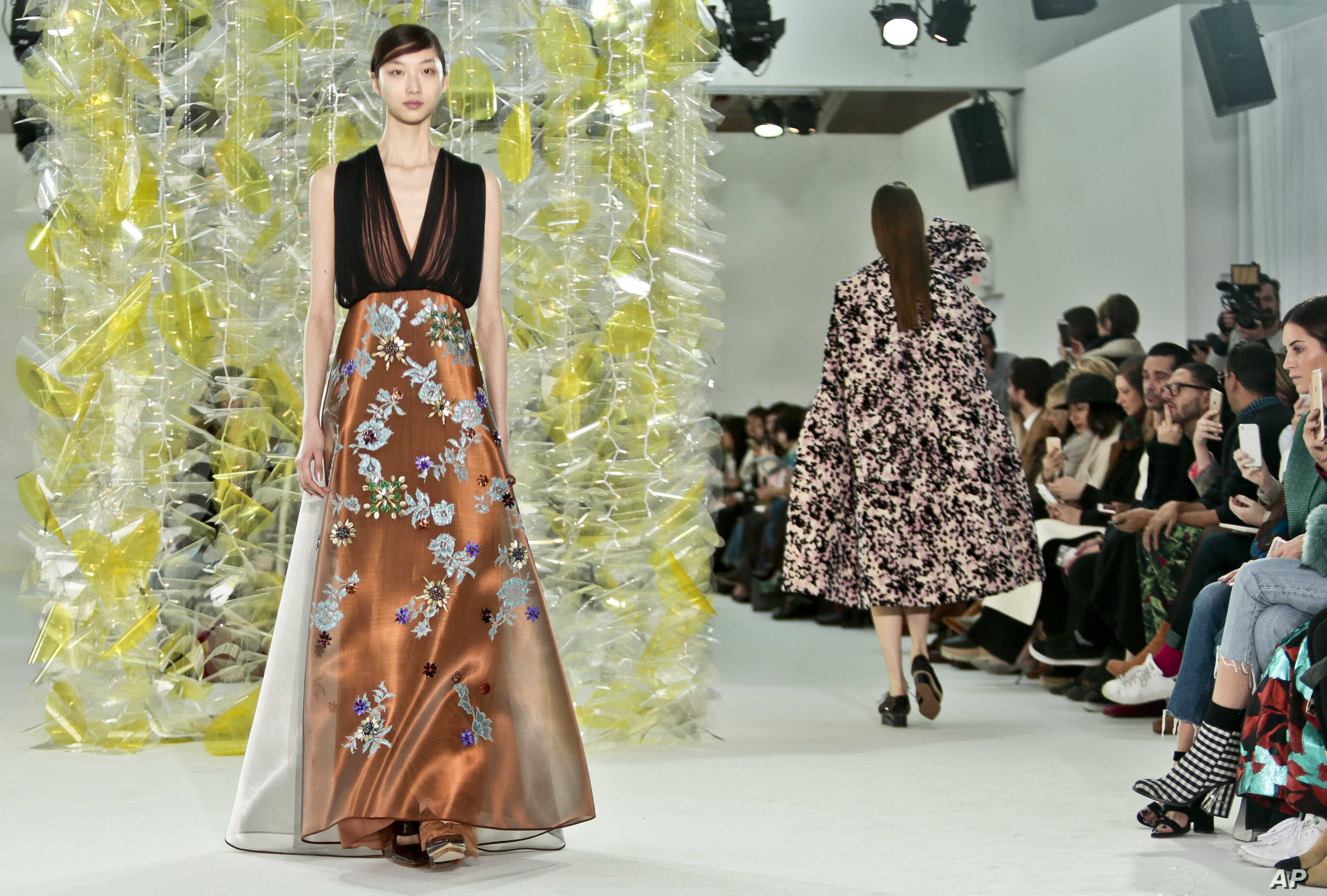 Designers Parade Brands As New York Fashion Week Ends In Limbo Voice Of America English