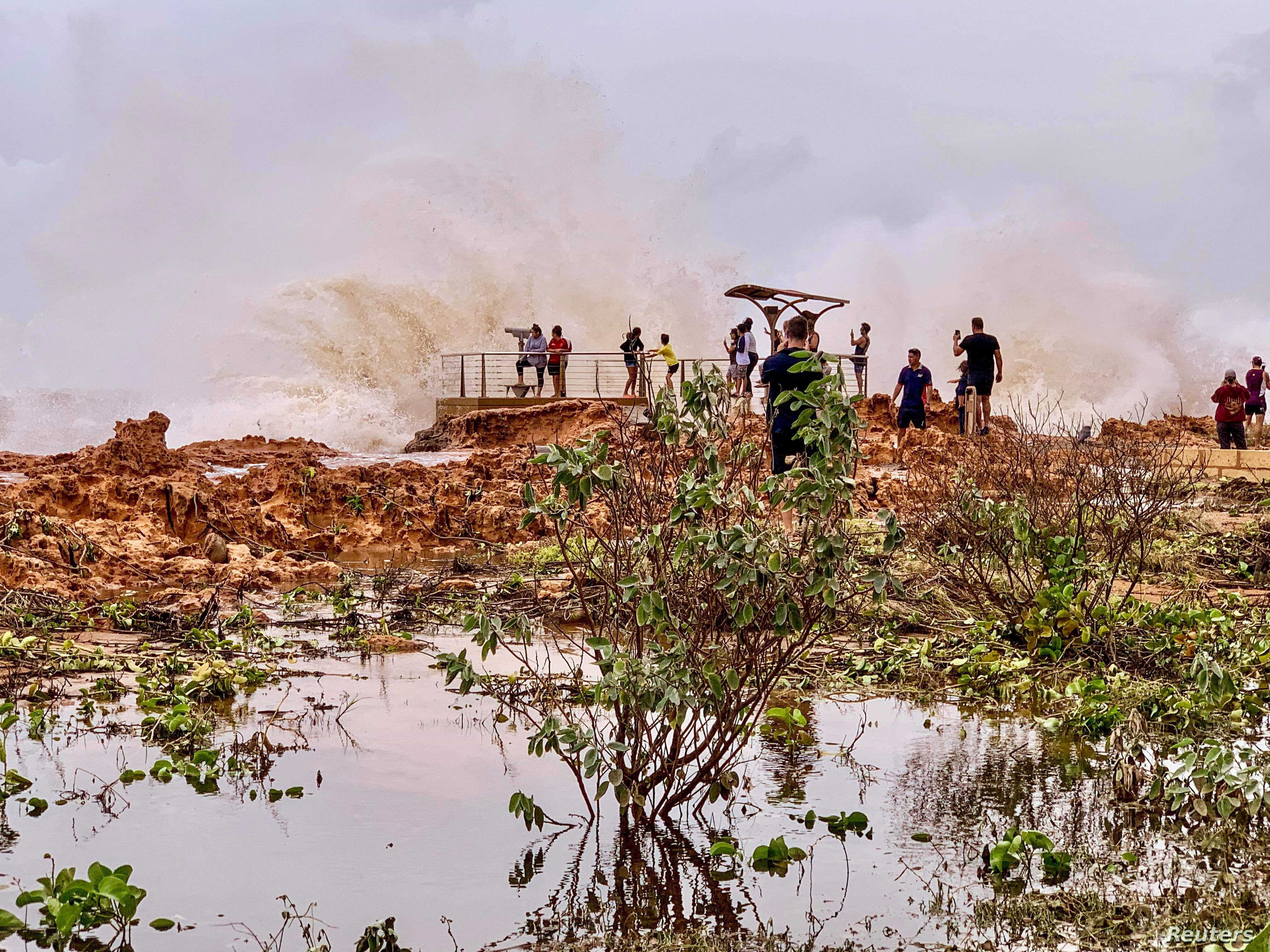 Second Cyclone Bears Down On West Australia Voice Of America English