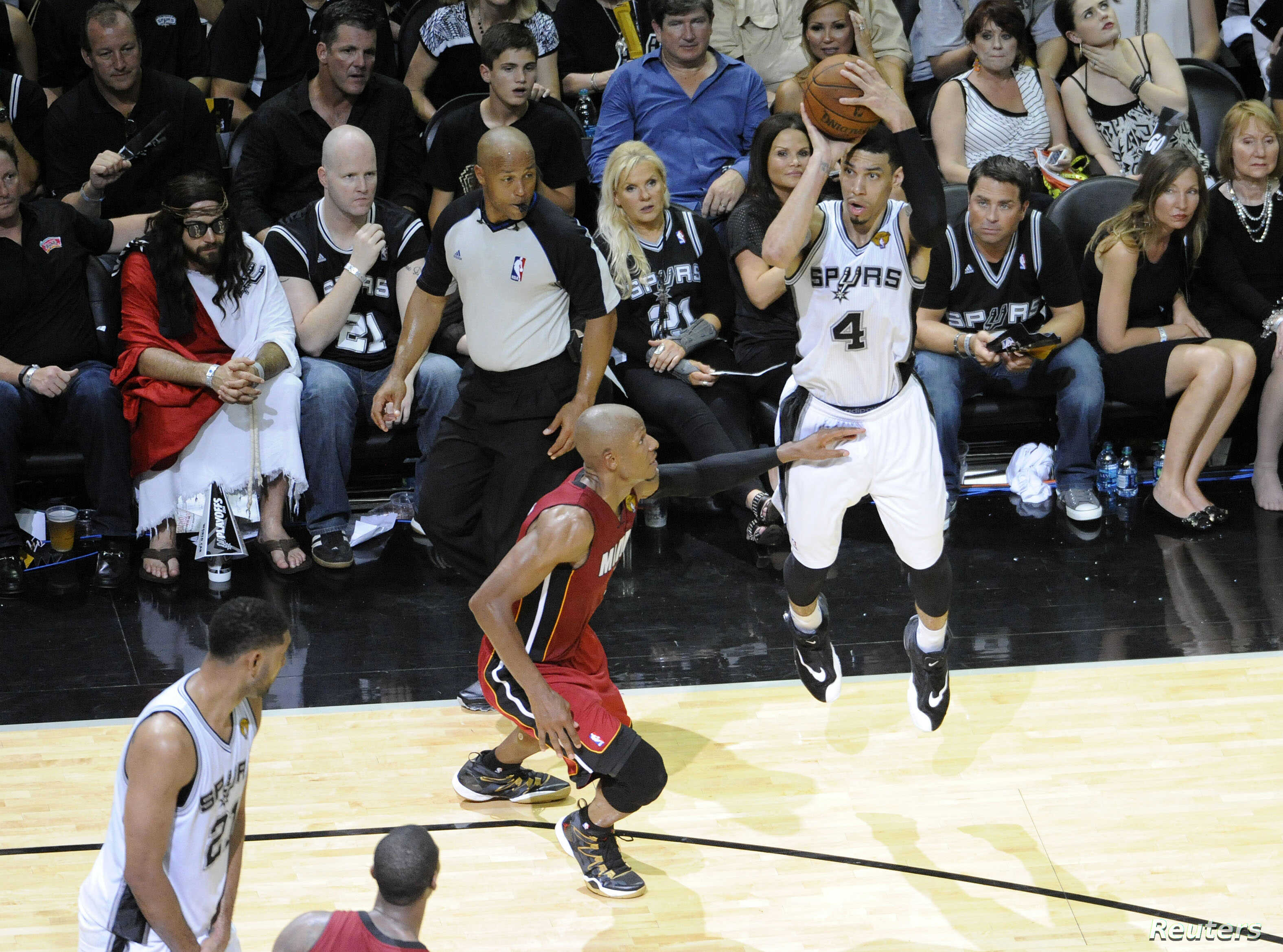 Spurs Outlast Miami Heat In Nba Finals Opener Voice Of America English