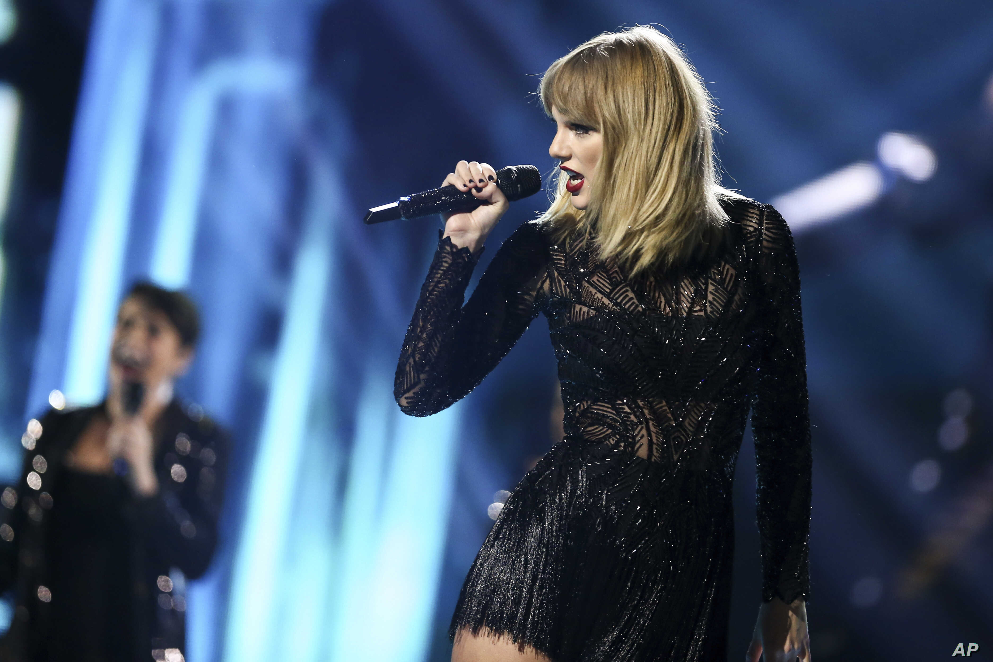 Taylor Swift S Reputation Sales Soar But Adele Keeps Her Crown Voice Of America English