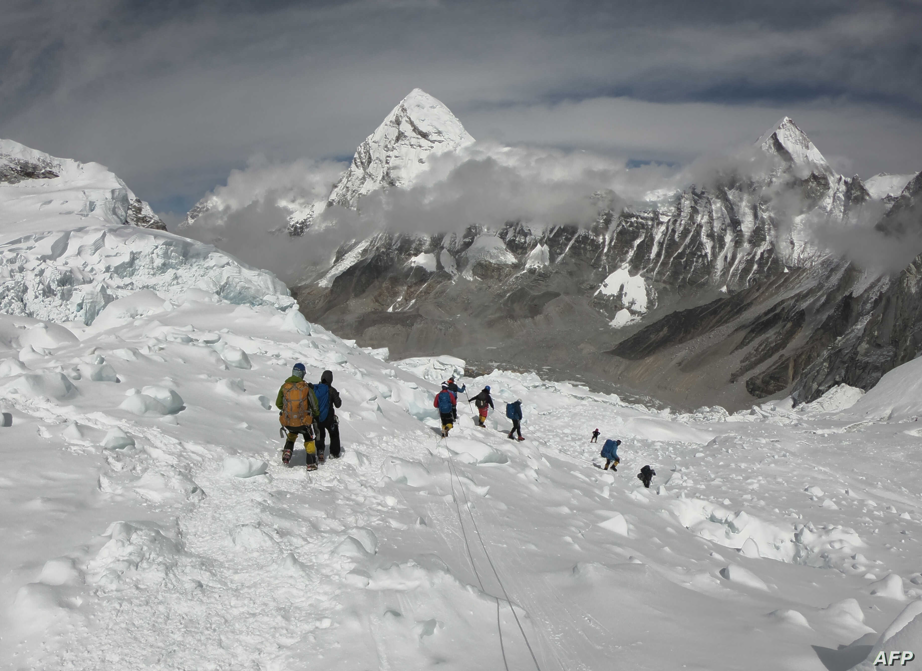 Picture of: Seven Climbers Die In A Week On Mount Everest Voice Of America English