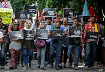 Filipino activists shout slogans as they march towards Camp Aguinaldo military headquarters in metropolitan Manila, Philippines during a rally on May 29, 2017 to oppose the recent declaration of martial law in Mindanao.