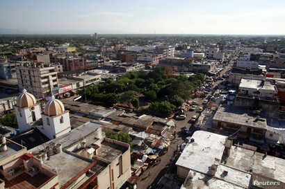 A general view of Maicao near La Guajira region, which its close to the border with Venezuela August 16, 2012. To match Feature COLOMBIA-MONEYLAUNDERING/  Picture taken August 16, 2012.  REUTERS/John Vizcaino (COLOMBIA - Tags: CRIME LAW ENERGY) - RTX...