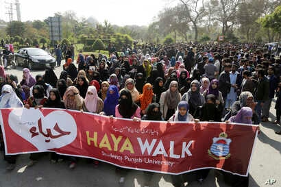 Students of Punjab University rally to condemn the Valentine celebration, in Lahore, Pakistan, Feb. 14, 2018. Pakistan's media regulatory authority, acting on a court order, instructed Feb. 8, 2018, that all news channels, radio stations and print me...