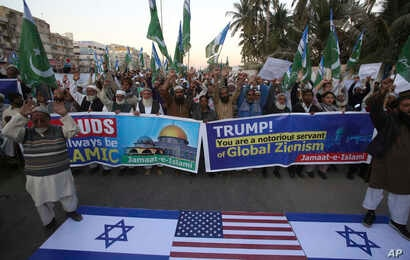 Supporters of Pakistani religious party Jamaat-e-Islami rally against United States and Israel in Karachi, Pakistan, Dec. 7, 2017.