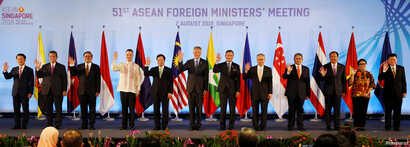 Singapore's Prime Minister Lee Hsien Loong and ASEAN foreign ministers pose for a group photo during the opening ceremony of the 51st ASEAN Foreign Ministers' Meeting in Singapore, Aug. 2, 2018.