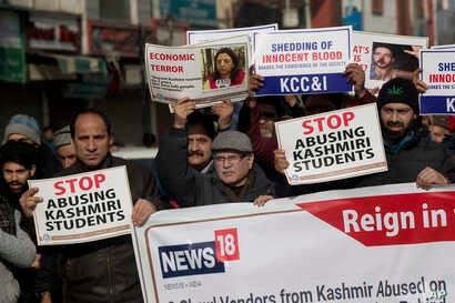 Kashmiri traders participate in a protest against the targeting of Kashmiri Muslims in Hindu-majority India, in Srinagar, Indian-controlled Kashmir, Feb. 22, 2019.