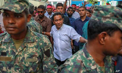 Maldivian President Abdulla Yameen, center, surrounded by his body guards arrives to address his supporters in Male, Feb. 3, 2018.