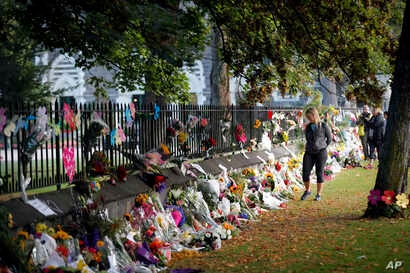 Mourners paying their respects at a makeshift memorial at the Botanical Gardens in Christchurch, New Zealand, March 16, 2019.