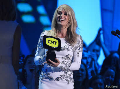 """Carrie Underwood accepts the award for collaborative video of the year for Miranda Lambert's """"Somethin' Bad"""" during the 2015 CMT Awards in Nashville, Tennessee, June 10, 2015."""