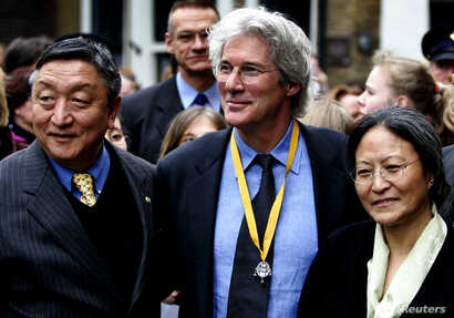 Actor and activist Richard Gere is flanked by and Lodi Gyari, left, special envoy of the Dalai Lama and Tsering Jampa, right, Chairman of the ICT after the Geuzen Penning ceremony in Vlaardingen, The Netherlands, March 12, 2005.
