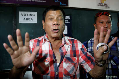 """Presidential candidate Rodrigo """"Digong"""" Duterte talks to the media before casting his vote at Daniel Aguinaldo National High School in Davao city in southern Philippines, May 9, 2016."""