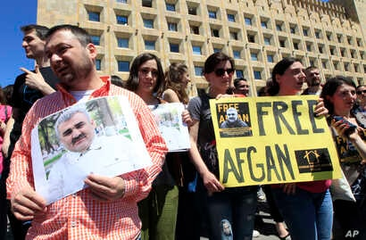 Journalists attend a rally Tbilisi, Georgia, May 31, 2017, to support an Azerbaijani journalist Afgan Mukhtarli, who was abducted in Tbilisi on May 29 and now is in detention in the Azerbaijan capital Baku.