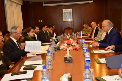 U.S. special representative for Afghanistan reconciliation, Zalmay Khalilzad, and Pakistani Foreign Secretary Tehmina Janjua led their respective delegations in talks in Islamabad, Jan. 17, 2019.