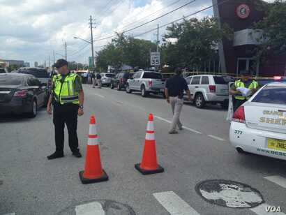 Police cordon off an area near the site of the shooting at the Pulse Club in Orlando, Florida, June 12, 2016. (J. Pernalete/VOA)