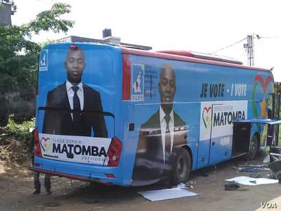 Opposition candidate Serge Espoir Matombas' campaign bus is seen in Yaounde, Cameroon, Sept. 22, 2018. (M.E. Kindzeka/VOA)