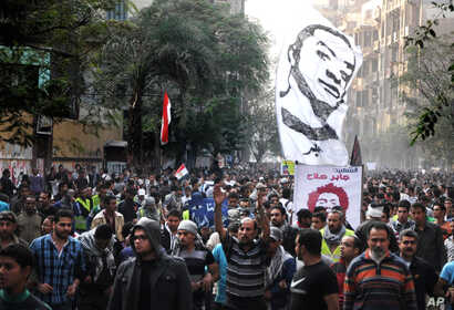 Egyptians attend the funeral of Gaber Salah, who was who was killed during clashes with security forces in Cairo, Egypt, November 26, 2012.