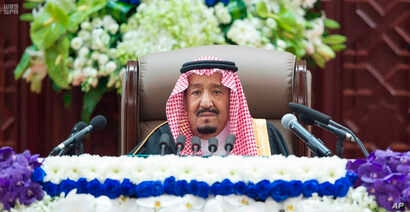 Saudi King Salman gives his annual policy speech in the ornate hall of the consultative Shura Council, Nov. 19, 2018, Riyadh, Saudi Arabia.