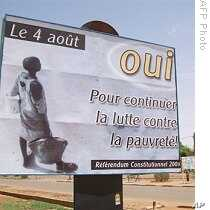 A billboard calling to vote Yes for the August O4, 2009 referendum on a new constitution adorns the streets of Niamey, 01 Aug 2009