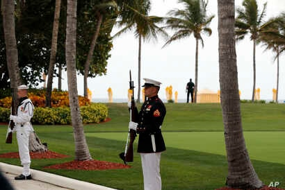 Military personnel stand for the arrival of Chinese President Xi Jinping and his wife, Chinese first lady Peng Liyuan, as they arrive at Mar-a-Lago to meet with President Donald Trump and first lady Melania Trump, in Palm Beach, Florida, April 6, 201...