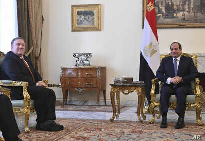 U.S. Secretary of State Mike Pompeo, left, meets with Egyptian President Abdel-Fattah el-Sissi in Cairo, Jan. 10, 2019.