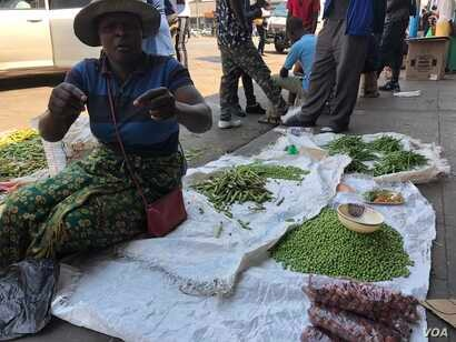 On Sept. 16, 2018, a vegetable vendor in Harare says she refuses to  leave her business as she have no other sources of income with Zimbabwe's unemployment rate said to be around 85 percent. (C. Mavhunga/VOA)