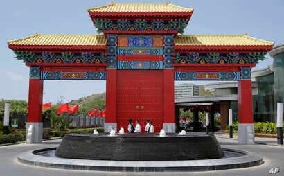 Delegates pass by a Chinese themed arc outside a hotel where Chinese President Xi Jinping will reportedly stay during his state visit at Port Moresby, Papua New Guinea, Nov. 15, 2018.