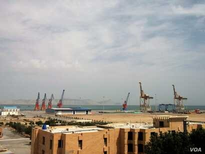 Cranes designed to hoist shipping containers onto cargo ships are already in place at the pier in Gwadar, where a major seaport is being built with Chinese backing. (N. Hoodbhoy/VOA)