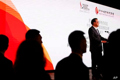 Chinese Premier Li Keqiang addresses participants of the ASEAN summit in Singapore, Nov. 13, 2018.