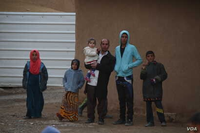 Villagers in Bashmana say that after Iraqi forces took their village from IS militants, normal life began to return, but they are still short of food, electricity, running water and medicine, Dec. 16, 2016. (H. Murdock/VOA)