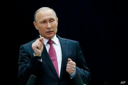 Russian President Vladimir Putin gestures while speaking to the media after his annual televised call-in show in Moscow, Russia, June 15, 2017. The 64-year old Russian leader mixed tough talk with benevolent promises while addressing disgruntled call