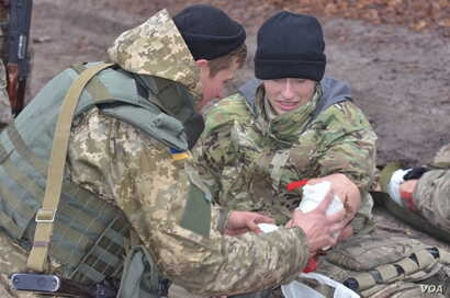 First aid is among the front-line skills taught by U.S. Army personnel at the International Peacekeeping and Security Center in western Ukraine.