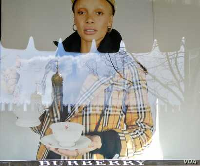 The Kremlin is reflected in a GUM Department store window display in Moscow. (Photo: Jamie Dettmer / VOA)