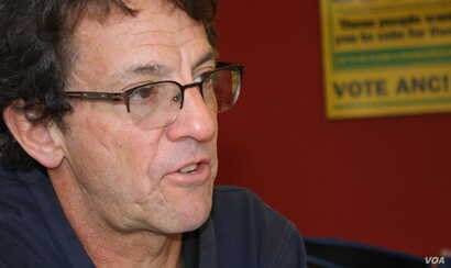 Mark Heywood, director of the Section 27 social justice movement, wants the South African government to implement better strategies to prevent new HIV infections. (D. Taylor/VOA)