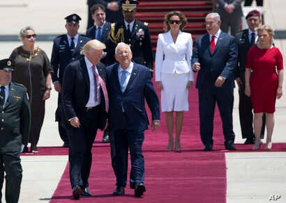 U.S. President Donald Trump and Israeli President Reuven Rivlin walk during welcome ceremony in Tel Aviv, May 22,2017.