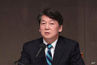 Ahn Cheol-soo, a presidential candidate of South Korea's People's Party, speaks at a forum in Seoul, South Korea, Thursday, April 6, 2017.