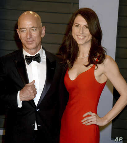 Jeff Bezos and wife, MacKenzie Bezos at The 2018 Vanity Fair Oscar Party in Beverly Hills, CA on March 4, 2018.