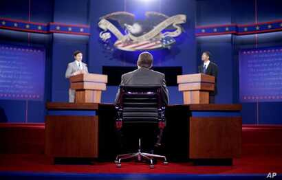 Stand-ins for moderator Jim Lehrer (C), Republican presidential candidate, former Massachusetts Governor Mitt Romney (L) and President Barack Obama (R), run through a rehearsal for the first presidential debate on Wednesday at the University of Denve
