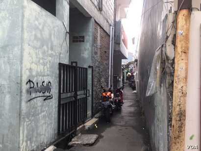An alleyway in Pasar Minggu Baur, which is home to many East African refugees, South Jakarta, Indonesia, July 26, 2017. (K. Varagur)