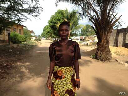 Fatmata Alieu stands outside her residence at the West Africa Fistula Foundation in Bo, Sierra Leone, May 10, 2016. (N. deVries/VOA)